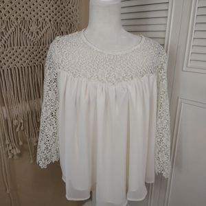 🌹 ALTAR'D STATE white crochet flowy button top